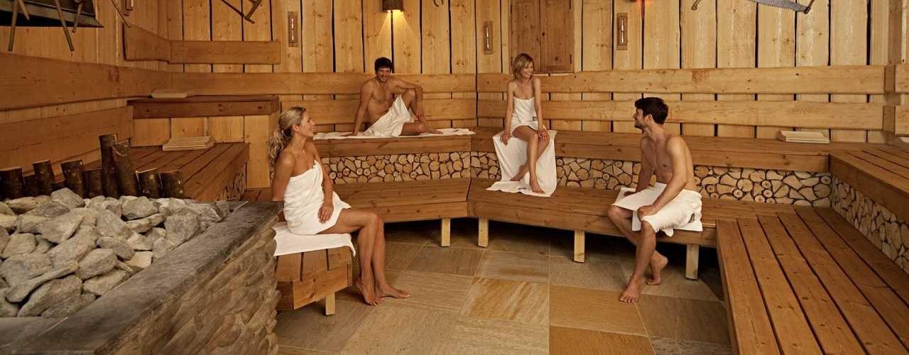 Menschen-in-finnischer-Sauna