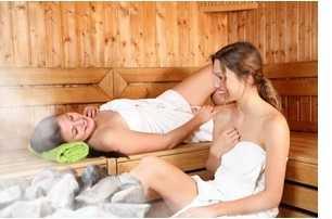 Frauen-in-Finnischer-Sauna