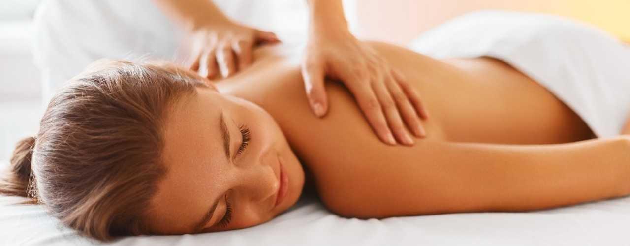 Frau-bei-Massage59bfa1089aec3