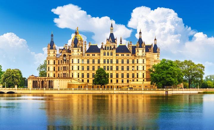 Märchenschloss und Mecklenburgische Seenplatte: Dein Trip nach Schwerin