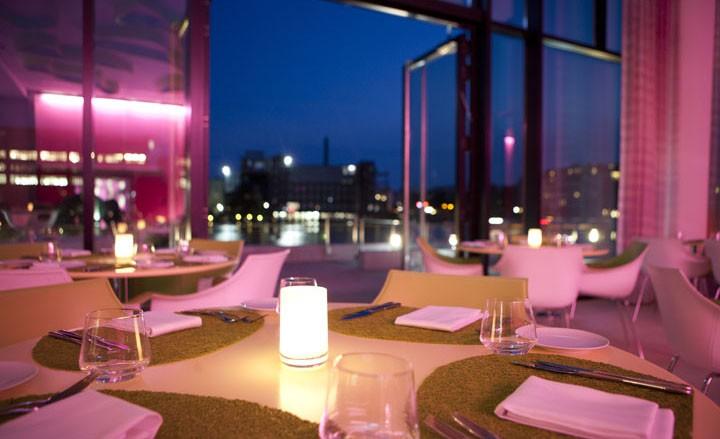 Rock 'n' Roll Dinner für Zwei mit Blick auf die Spree im nhow Berlin