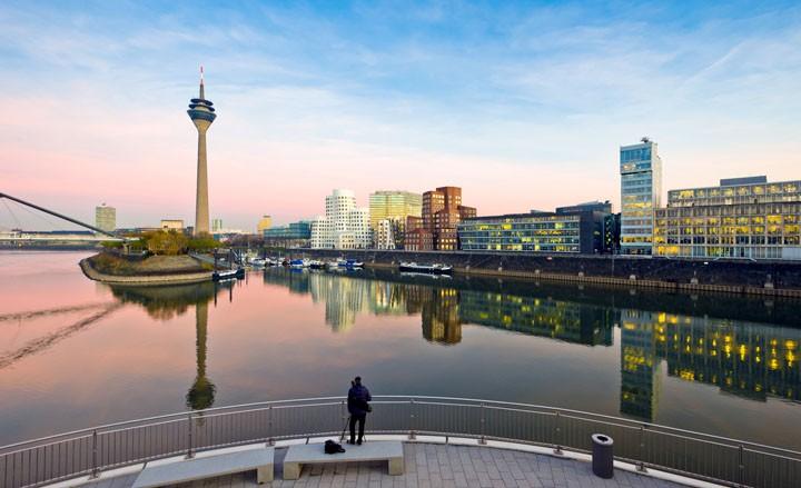 Moderne Architektur und rheinische Lebensart in Düsseldorf erleben