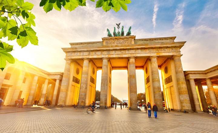 Berlin, Berlin wir fahren nach Berlin - Abenteuerurlaub im Hotelwürfel!
