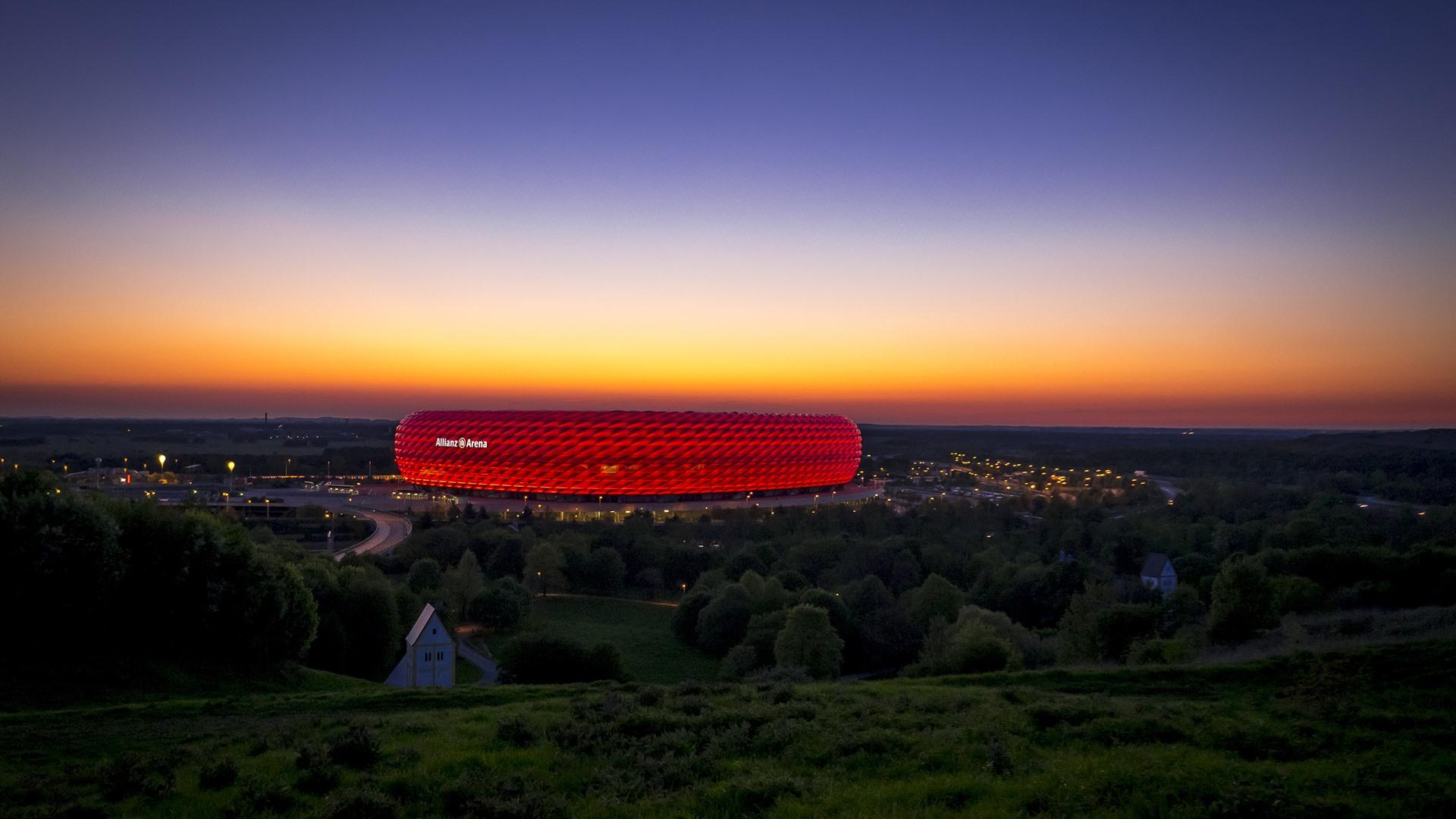 Allianz Arena Mnchen im Sonnenuntergang