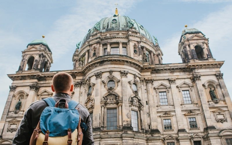 Tourist vor Berliner Dom