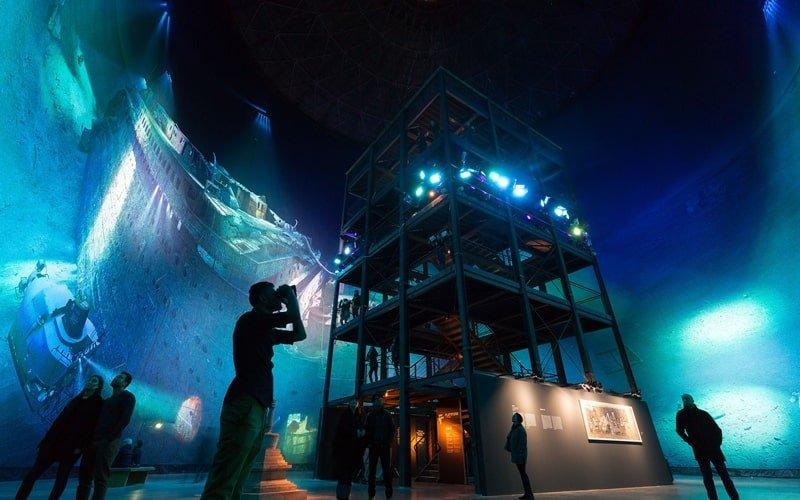 Innenbereich mit Aussichtsturm zum Panorama der Titanic
