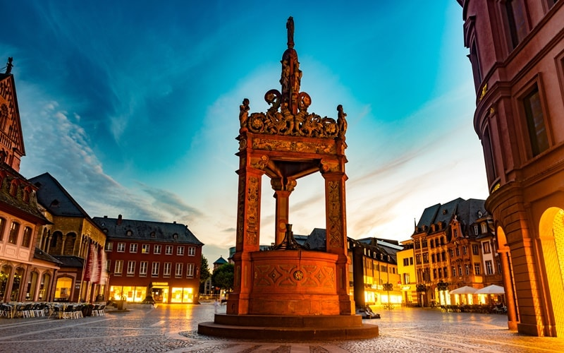 Marktbrunnen Mainz Wochenmarkt