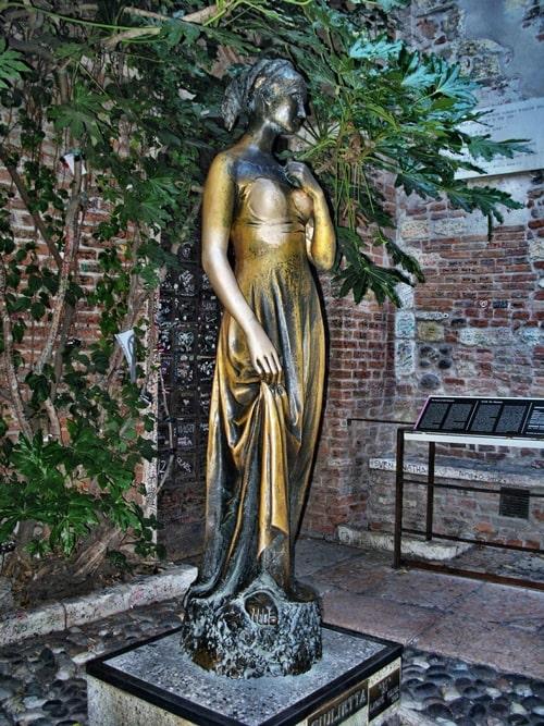 Statue von Julia