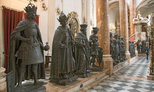 hofkirche innsbruck schwarzmander
