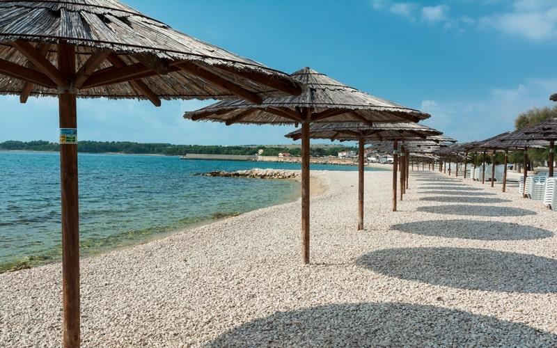 Strand auf der Insel Vir Kroatien