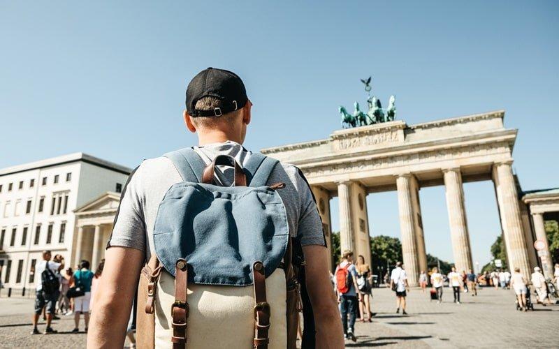 Tourist vor Brandenburger Tor