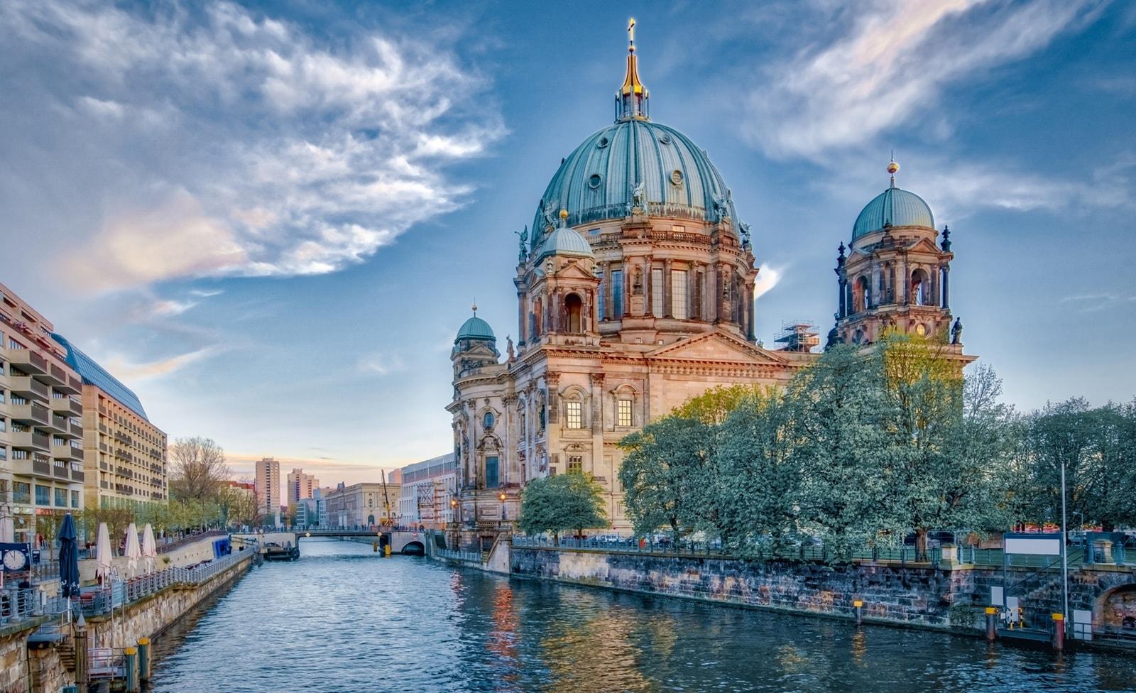 Kirche auf der Spreeinsel in Berlin