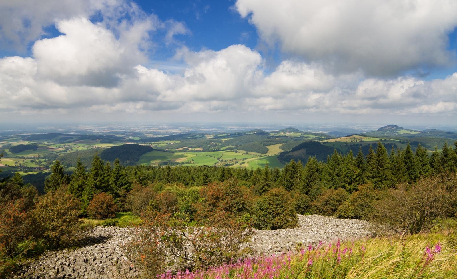 Blick auf die Landschaft der Rhön