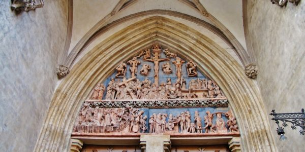 Tympanon des Passionsportals in Ulm