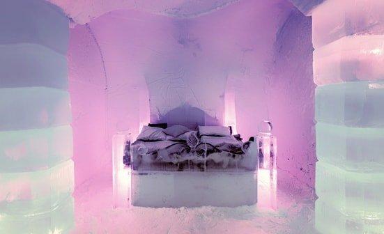 Bett im Eishotel