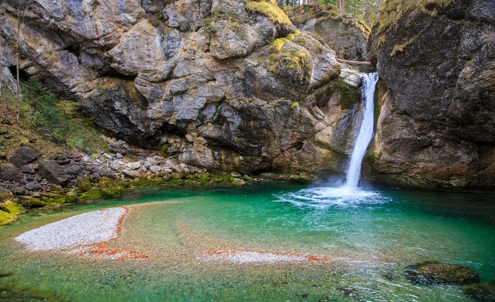 Wasserfall zum Gumpenspringen in Bayern