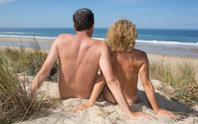 Paar am FKK Strand