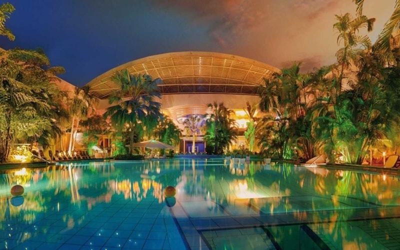 Tropische Badelandschaft