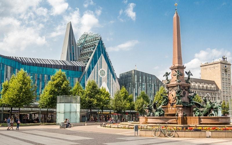 Leipzig Augustusplatz zerstörte Kirche-min
