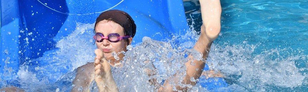 Wasserrutsche im Spaßbad