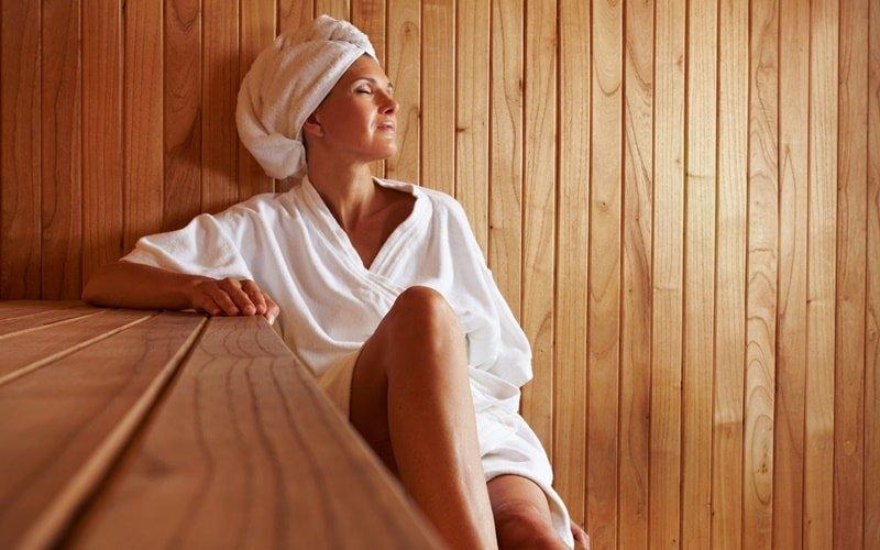 Frau in Sauna
