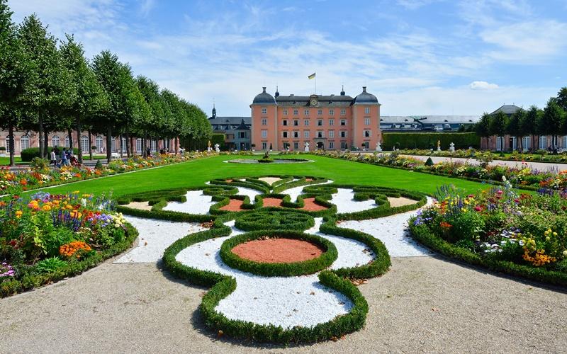 sehenswürdigkeiten rund um heidelberg Park Schloss Schwetzingen