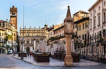 Italien Städte Verona Piazza della Erbe