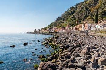 Italien Urlaub am Meer Acireale Strand