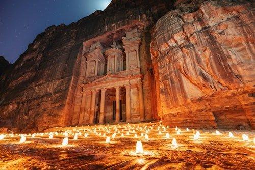 Die Wüste: Ein wärmeres Reiseziel zu Silvester gibt es wohl kaum. Hier die Felsenstadt Petra in Jordanien.