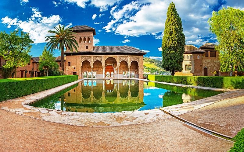 Alhambra Geschichte titel