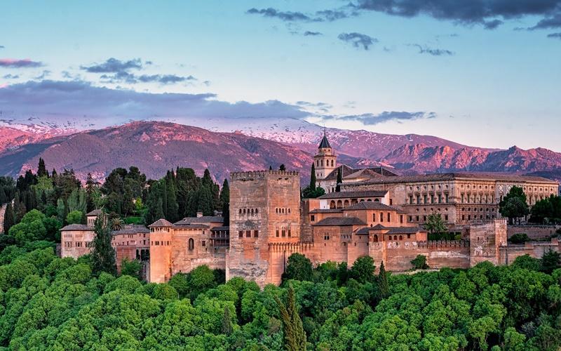 Was ist die Alhambra