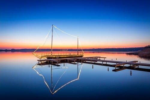 Beleuchtetes Boot am Rangsdorfer See Brandenburg