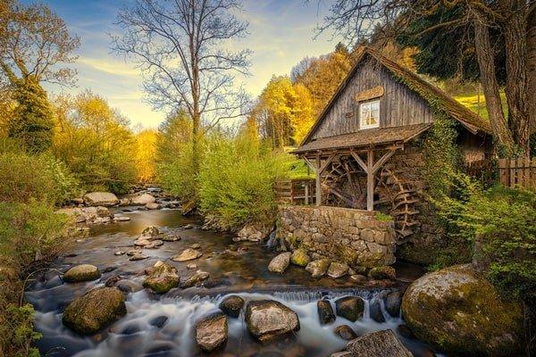 Mühle an einem Bach im Schwarzwald